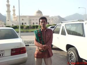 Latar belakang Masjid Sultan Qaboos.